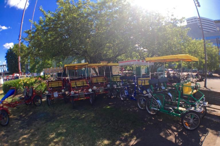 ポートランドにあるトムマッコールウォーターフロントパークにあるレンタルサイクル
