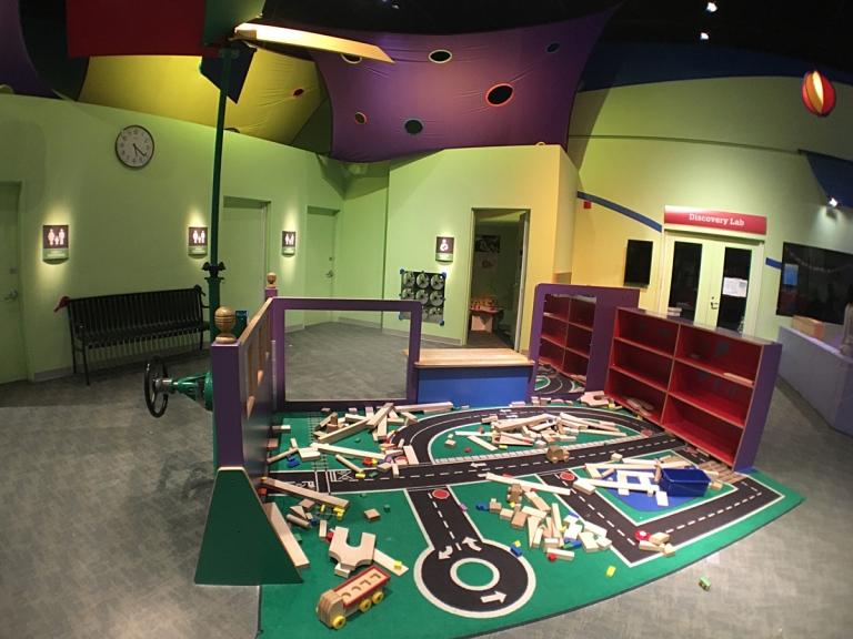 ポートランドにあるオレゴン科学産業博物館(OMSI)の2階にある小さい子向けのプレイルーム