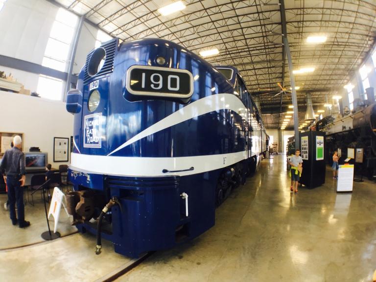 ポートランドにあるオレゴン レイル ヘリテイジ センター(ORHF)に展示している機関車