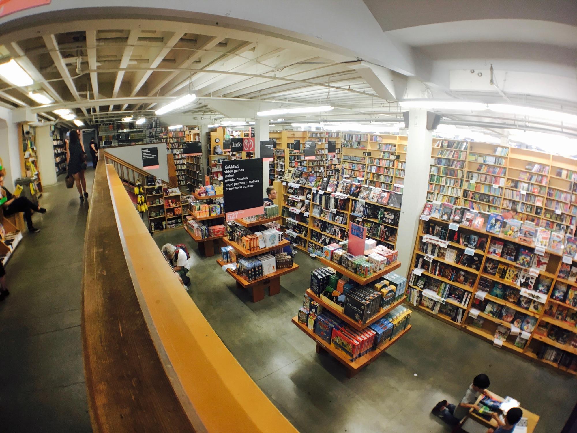 ポートランドのパウエルズ ブックスで絵本の買い物
