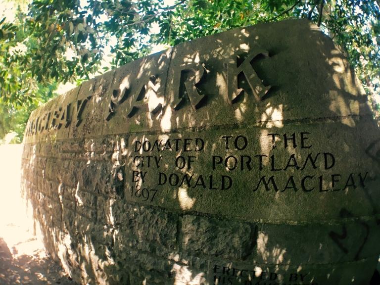 アッパー・マクレイ・パークの入り口サイン