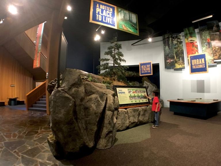 ポートランドのワシントンパークにある世界森林センター(World Forestry Center)で体験学習