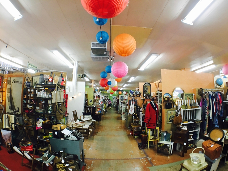 sellwood Oregon Portland Antique mall Shopping7